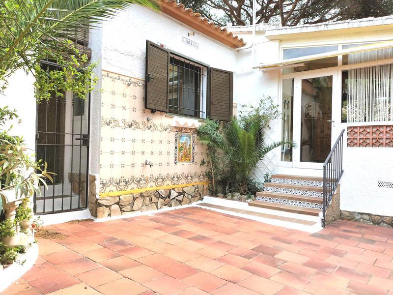 Casa -                                       L´escala -                                       3 dormitoris -                                       6 ocupants