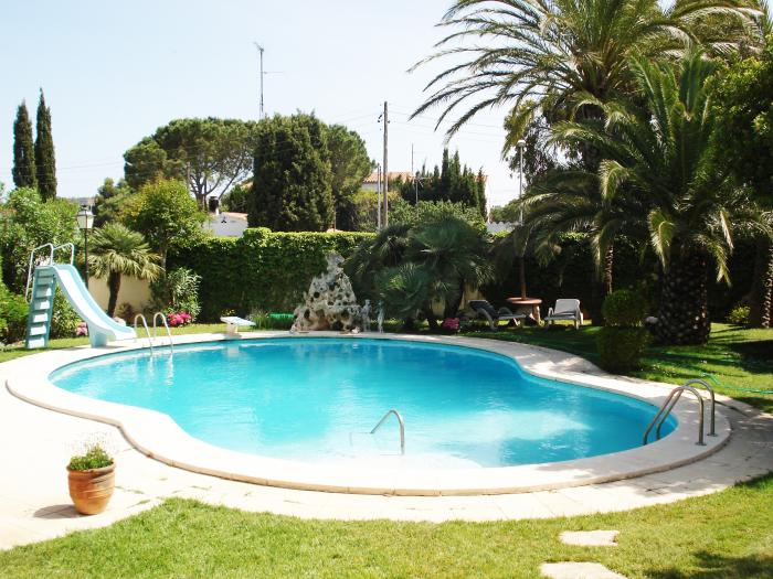 Villa -                                       L´escala -                                       4 dormitoris -                                       8 ocupants